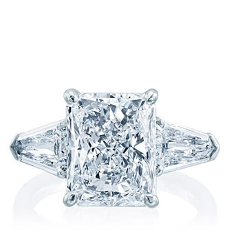 Diamond ring jewelry in Palm Desert, California on El Paseo