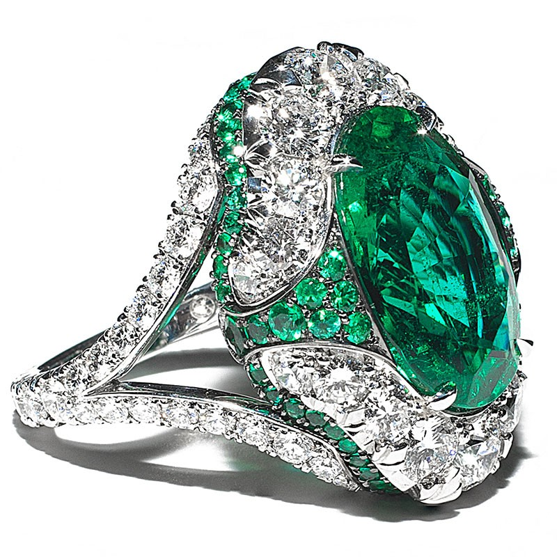 Emerald and diamond ring in Palm Desert on El Paseo