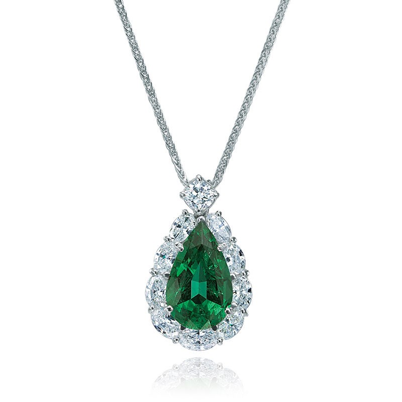 Emerald and diamond pendant necklace in Palm Desert on El Paseo