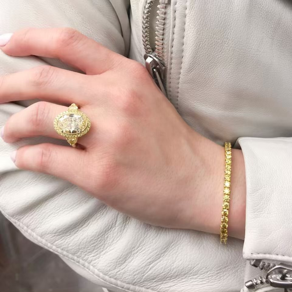 Yellow Diamond rings in Palm Desert on El Paseo